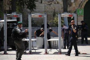 إسرائيل ترفض رفع البوابات الالكترونية من مداخل المسجد الأقصى