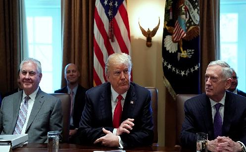 مسؤولون أمريكيون:ترامب قد يمدد قانون العقوبات على إيران