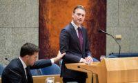 وزير هولندي يقدم استقالته لانه(كذب)