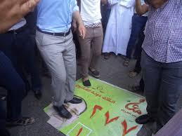 """ائتلاف المالكي""""غاضب من الشعب العراقي """" لتمزيق صور دعايته الانتخابية"""