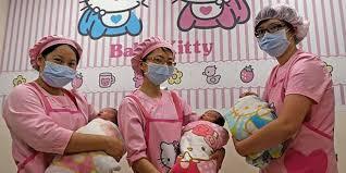 عضو في الحزب الحاكم باليابان يدعو النساء إلى إنجاب العديد من الأطفال