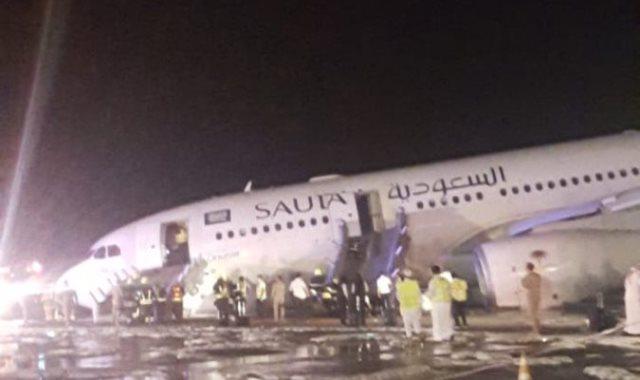 """هبوط بطولي """"بلا عجلات"""" في مطار جدة"""