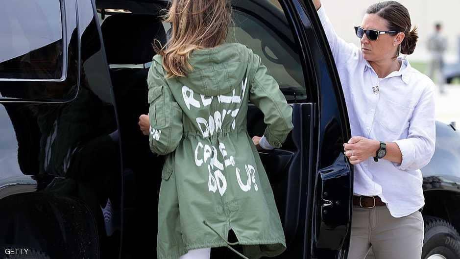 """""""أنا فعلا لا أكترث، فماذا عنك""""..عبارة على ظهر ميلانيا ترامب!"""