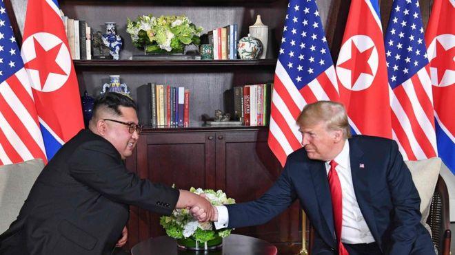 ترامب وأون في لقاء تاريخي