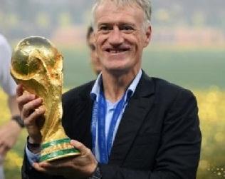 ديشامب يدخل تأريخ كأس العالم لكرة القدم