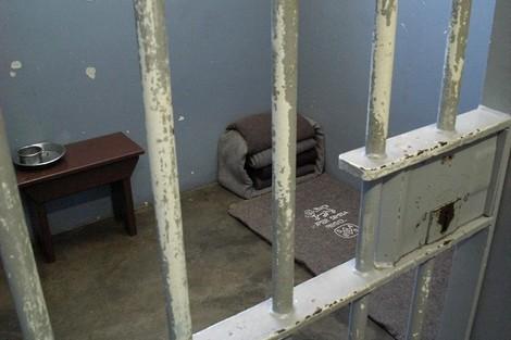 زنزانة مانديلا  في المزاد