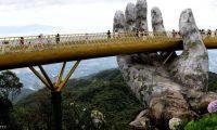 جسر ذهبي يخطف الألباب