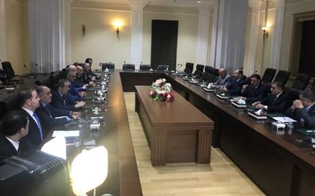 حزبي البارزاني والطالباني والمحور يطالبون الكتلة الكبرى بتطبيق الدستور