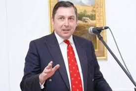 السفير البريطاني يدعو  إلى تشكيل الحكومة القادمة وفق الزمن الدستوري