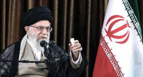 خامئني: العراق أبن إيران ولن يخرج عن طاعة والدته!