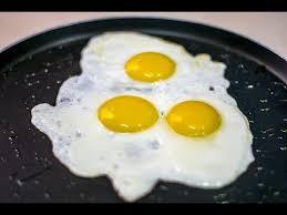 طريقة قلي البيض بصورة صحيحة