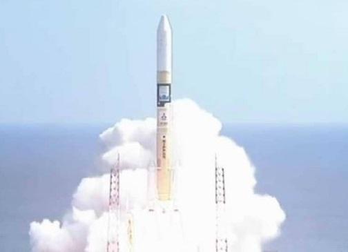 الإمارات تطلق قمرها الصناعي الأول من اليابان