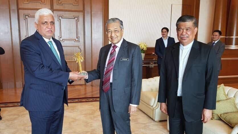 الفياض يلتقي رئيس الوزراء الماليزي