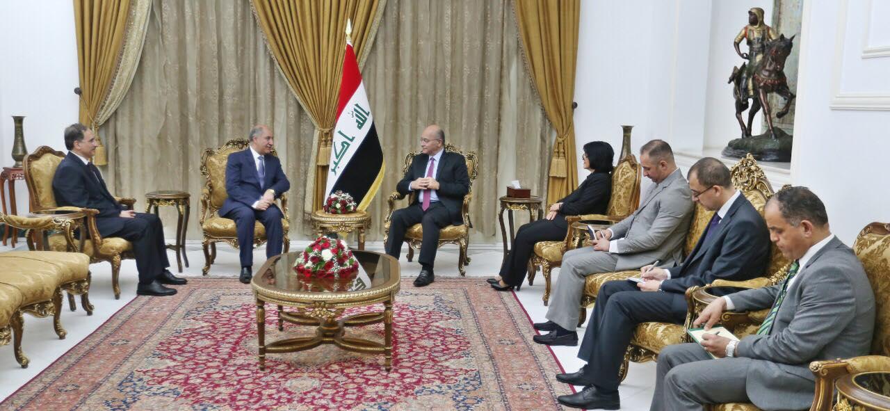 صالح يؤكد على تقديم أفضل الخدمات للجاليات العراقية