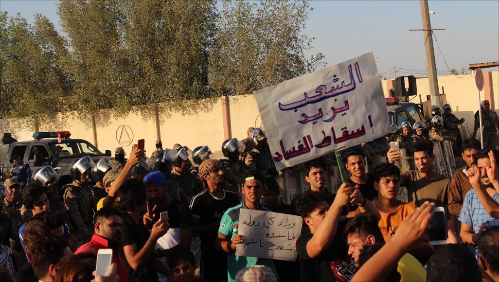 متظاهروا البصرة لشيوخ المحافظة: كفاكم نفاقا وخَسّة