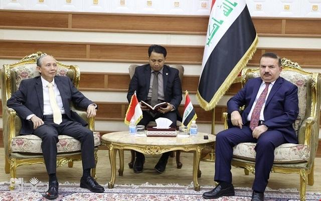 وزير الداخلية يوجه بتبسيط الإجراءات الإدارية الخاصة بالوافدين إلى العراق