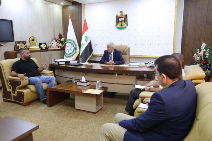وزير الشباب والرياضة يناقش النقل التلفزيوني مع شركة عشتار