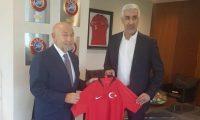 وزير الشباب يتفق على إقامة مباراتين مع تركيا