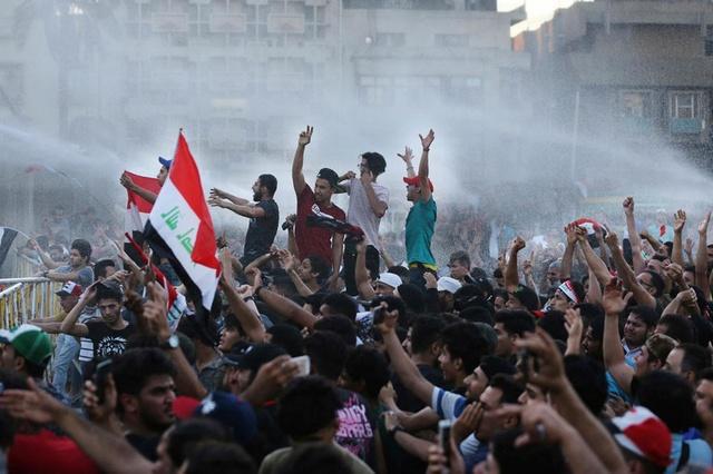 شباب الانتفاضة يطالبون بأقالة عبد المهدي وإحالته للقضاء بجريمة القتل المتعمد