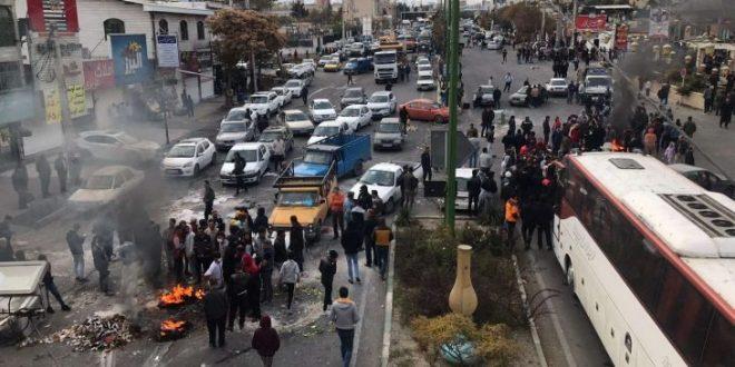 قطار الثورة يصل إلى طهران