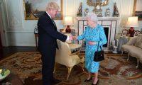 الملكة اليزابيث تكلف جونسون بتشكيل حكومة جديدة في بريطانيا