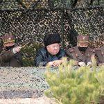 """زعيم كوريا الشمالية """"يتحدى"""" فيروس كورونا"""