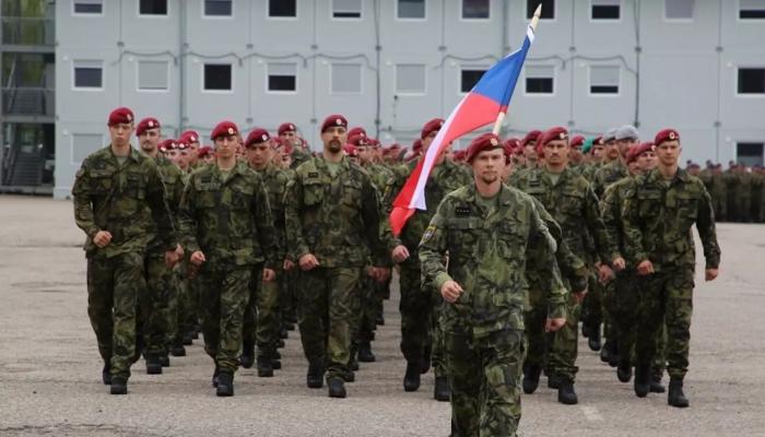الجيش التشيكي يسحب 30 جندياً من العراق بسبب كورونا والمخاوف الأمنية