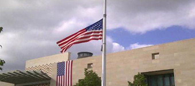 إجلاء الموظفين غير الأساسيين في السفارة الأمريكية