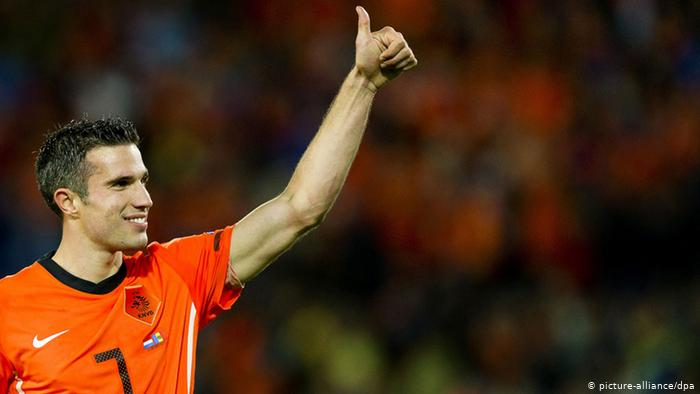 فان بيرسي مرشح لنيل جائزة الكرة الذهبية لأفضل لاعب في العالم لعام 2020