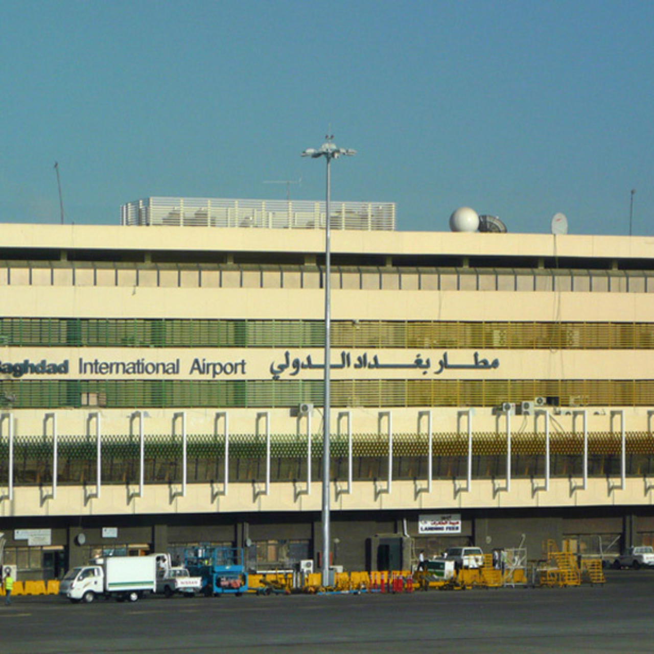 هيأة المنافذ الحدودية:إحباط محاولة تهريب 100 ألف دولار عبر مطار بغداد