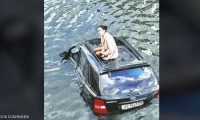 """""""تيتانيك أوكرانيا"""".. فتاة محاصرة في النهر والسبب قطة"""