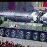 كوريا الشمالية تعرض صاروخا باليستيا جديداً