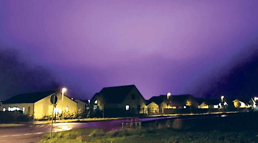 السماء البنفسجية في بلده سويدية