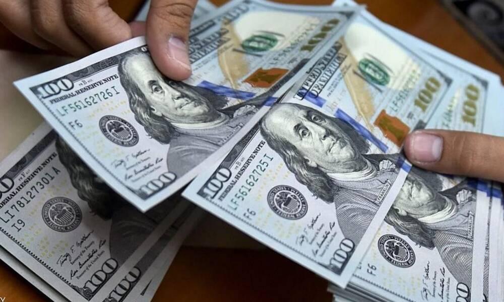 بتواطؤ حكومي ..ارتفاع سعر الدولار لصالح بنوك ومصارف الأحزاب الحاكمة