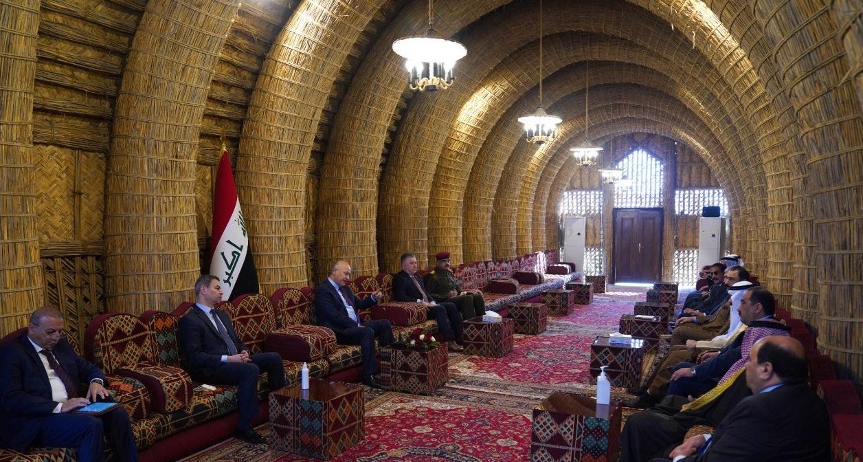 صالح يؤكد على تعزيز الأمن الداخلي