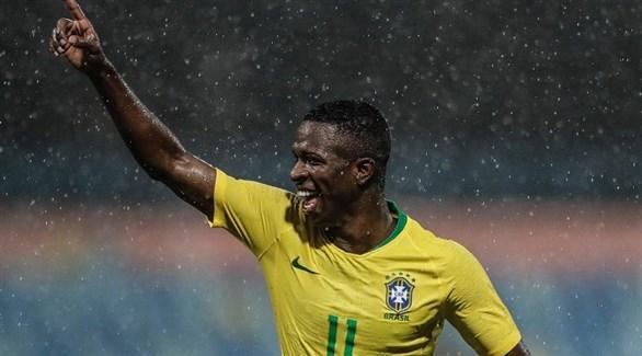 ريال مدريد يتمسك بالبرازيلي جونيور