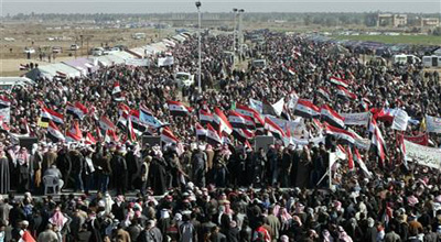 """المتظاهرون يستعدون لجمعة """"لا تخادع"""" ويلوحون أنها """"الأكبر والتحذير الأخير"""""""