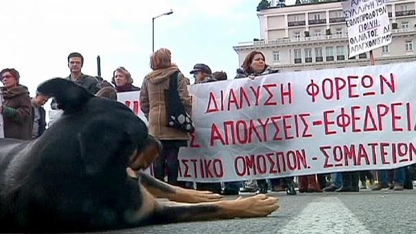 اضراب للمعلمين وموظفي الحكومة في اليونان احتجاجا على تسريح العمال
