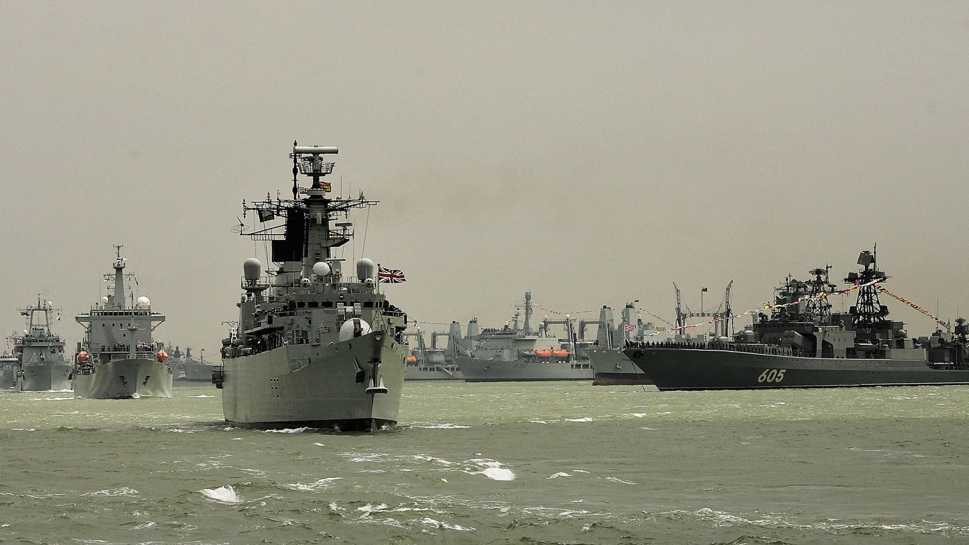 الولايات المتحدة وثلاث دول تجري مناورات بحرية في بحر العرب