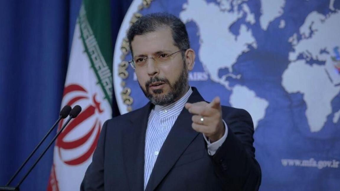 حكم القوي على الضعيف..إيران تحتج على حرق الجدار الخارجي لقنصليتها في كربلاء من قبل المتظاهرين